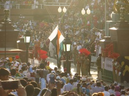 The lowering of both Pakistan and India's flags
