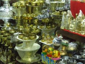 Tourist souvenirs at Maha Muni Pagoda