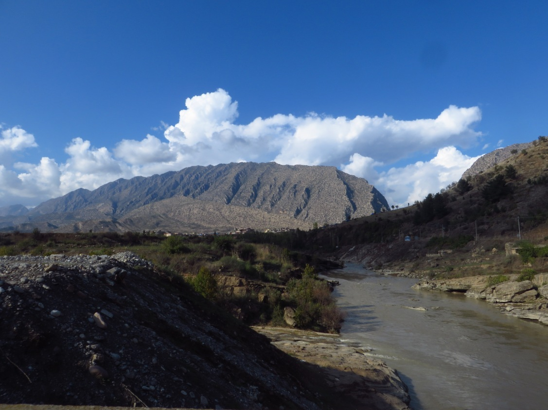 The Great Zab River between Dereluk and Sheladiz.