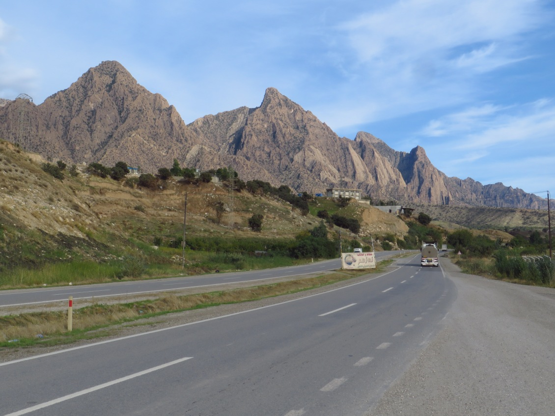Ten kilometers south of Dokan, heading towards Souleymaniyah, the second largest city of Iraqi Kurdistan.