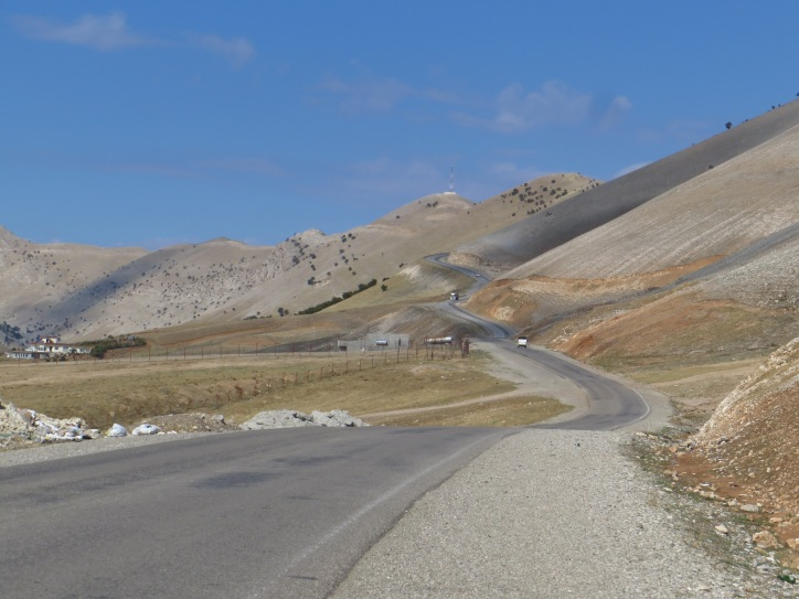 The highway winding north away from Souleymaniyah