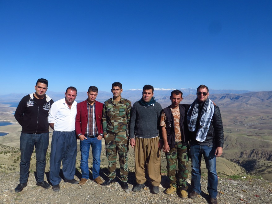 The start of day 4 had me loop back over the top of Dokan Summit Road, where I enjoyed some mountain chai time with a few off-duty Peshmerga soldiers