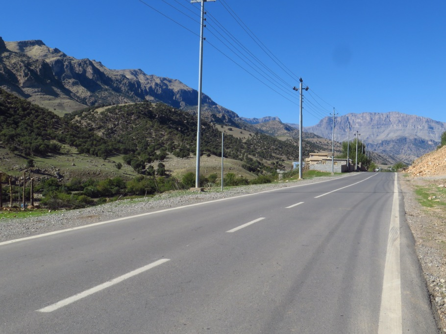 Passing through Sarkapkan village just west of Ranya, heading towards Garu Manjal summit and eventually to Soran.