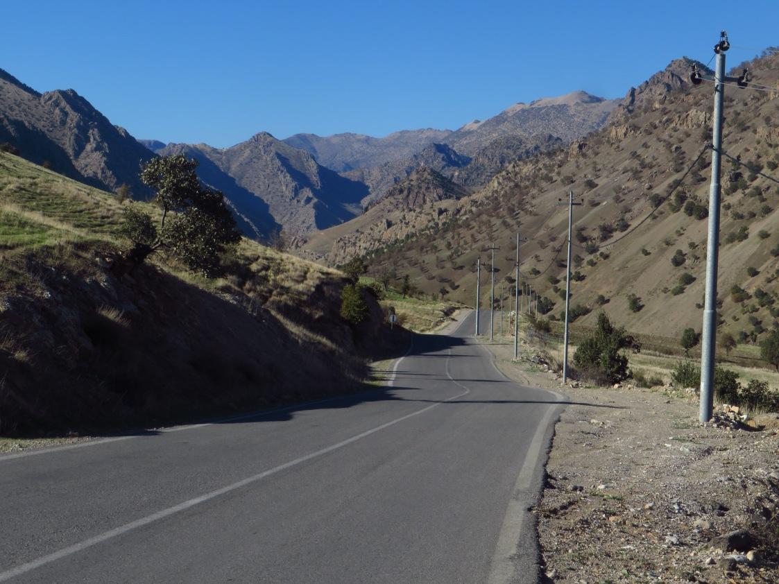 The descent from Garu Manjal summit
